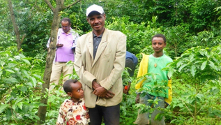 Model farmer and his family in their home garden where shade trees, fruit trees, coffee and vegetables grow on various levels. (refer to: World Food Day 2017: research to prevent malnutrition)